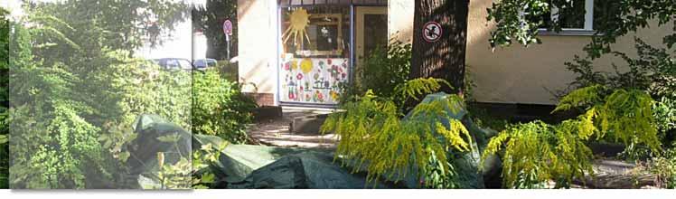 Eingangsbereich mit Buddelkiste des Kinderladens